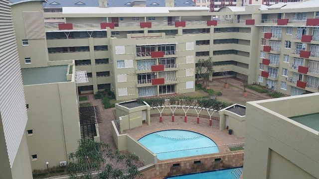 Secure 2 bedroom Umhlanga penthouse apartment to rent in Palm Gate