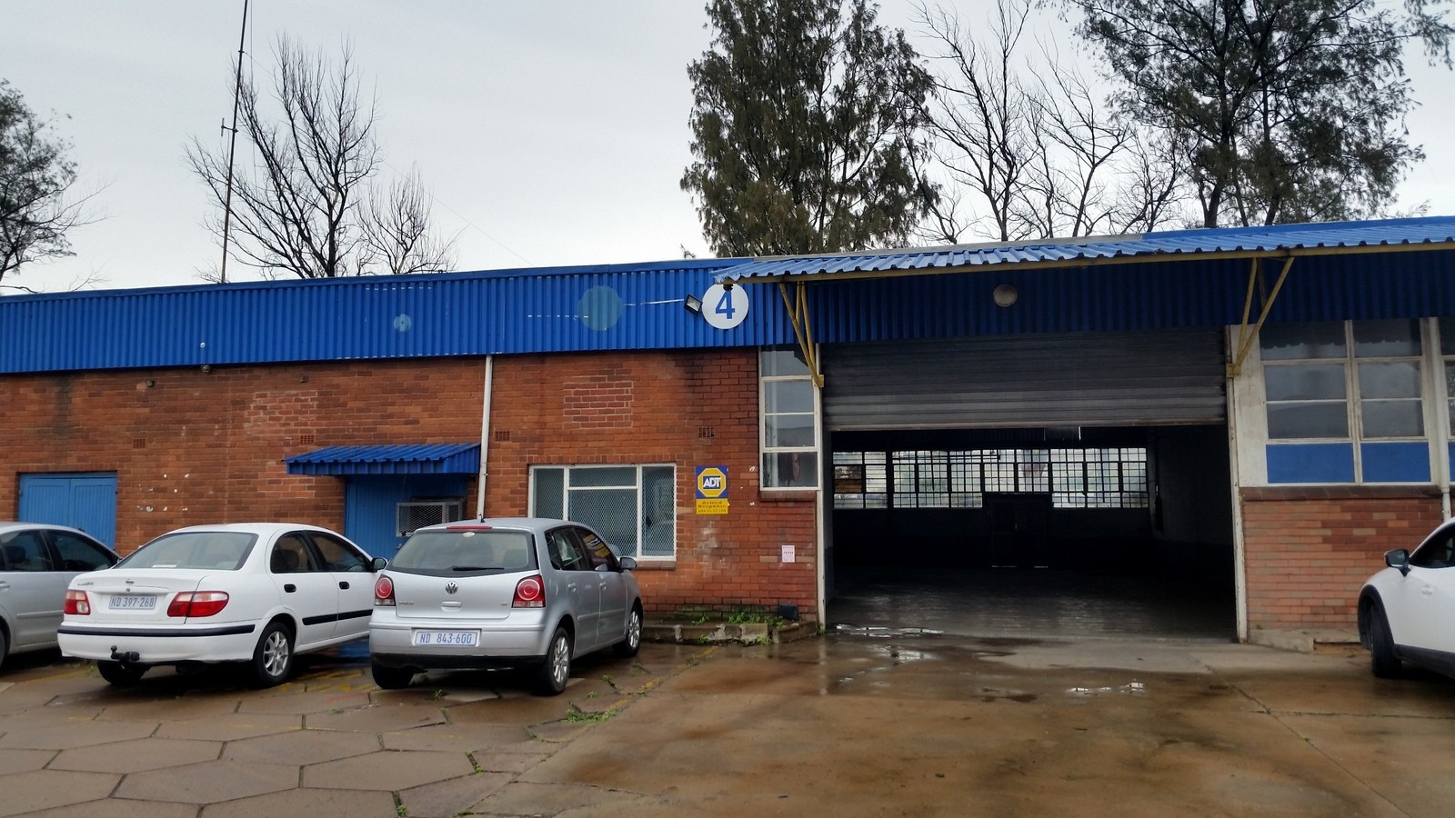 FACTORY PROSPECTON WITH SMALL YARD 700M2 TO LET