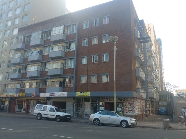 Flat to let in Durban South Beach