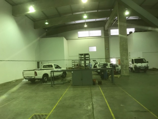 1500m2 Warehouse To Let in Mahogany Ridge