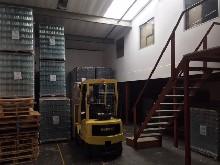 industrial mini factory warehouse to let in red hill