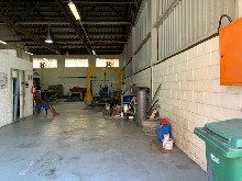 261m2 Warehouse To Let in Congella