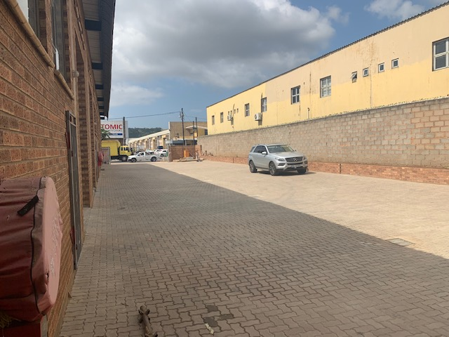 300m2 Warehouse To Let in Springfield