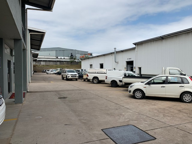 378m2 Warehouse To Let in Riverhorse