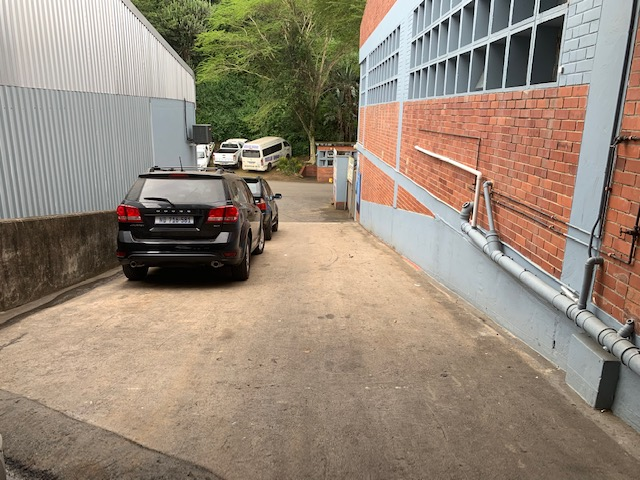 1000m2 Warehouse To Let in Briardene