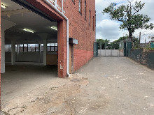 665m2 Warehouse To Let in New germany