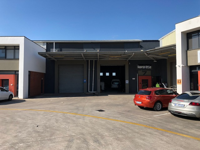 880m2 Warehouse To Let in Riverhorse