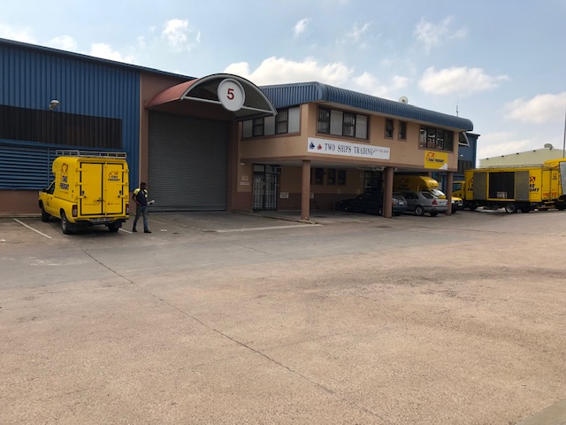 1100m2 Warehouse To Let in Westmead