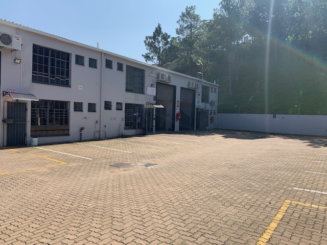 123m2 Factory To Let in Red Hill