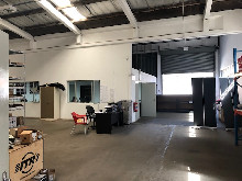 1049m2 Warehouse To Let in New Germany