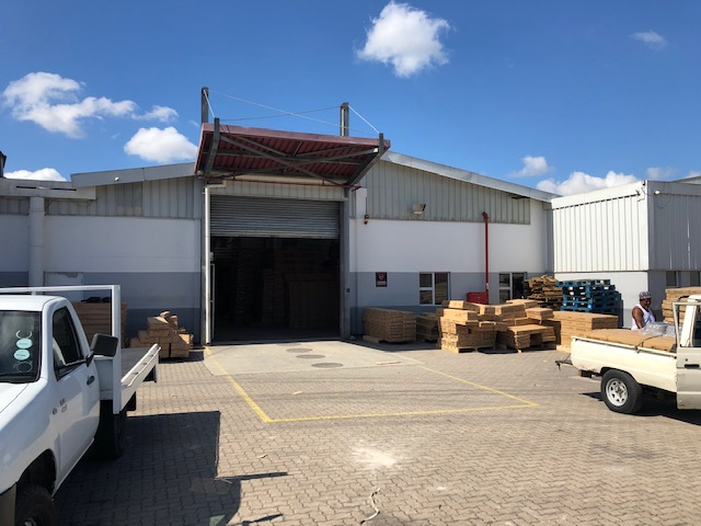 3284m2 Warehouse To let in New Germany