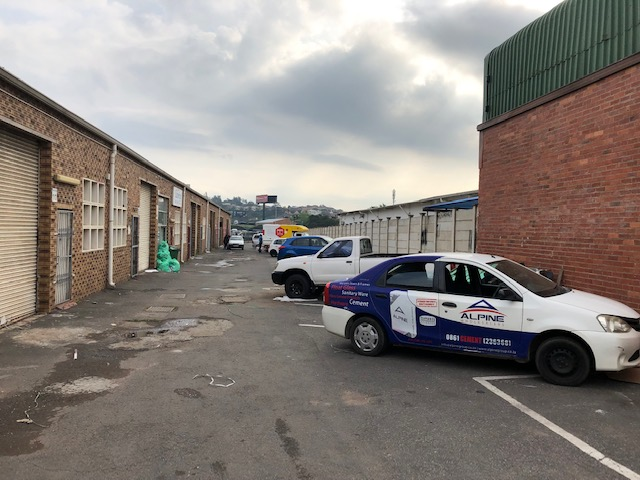 200m2 Warehouse To Let in Springfield